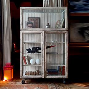 Шкаф из старых оконных рам The Okno